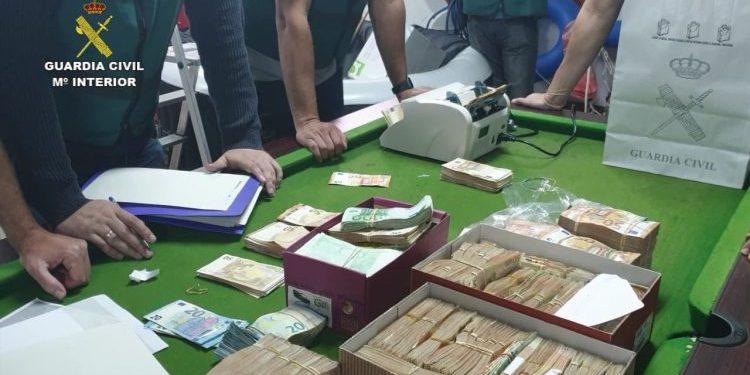 Foto dinero operación Estratum