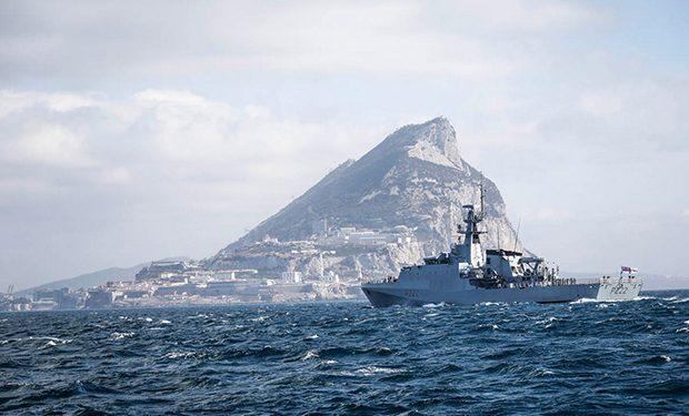 HMS Forth procediendo a Gibraltar