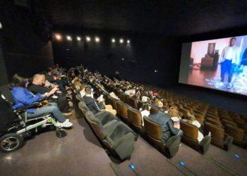 Espectadores disfrutando del preestreno.