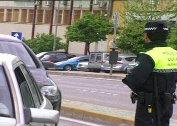 Un policía local de servicio. Archivo