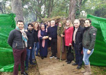 El alcalde y otras autoridades municipales en la inauguración del Belén