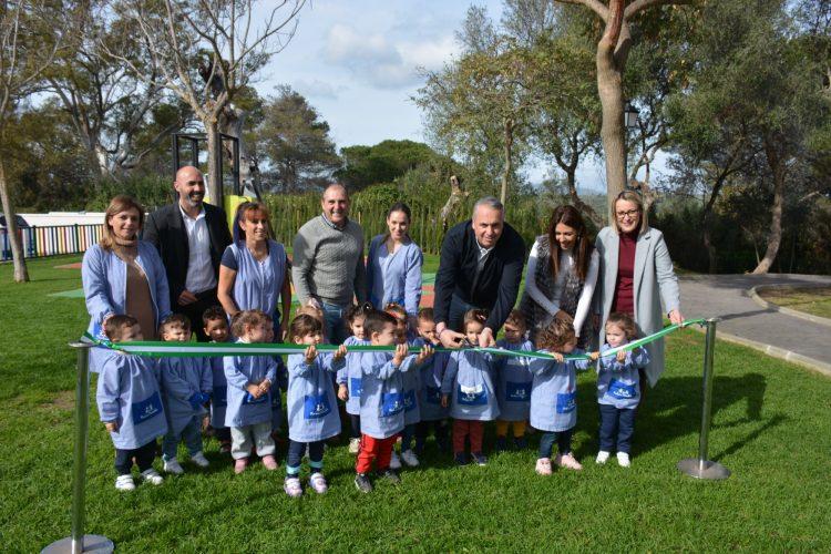 Foto de la inauguración del parque infantil