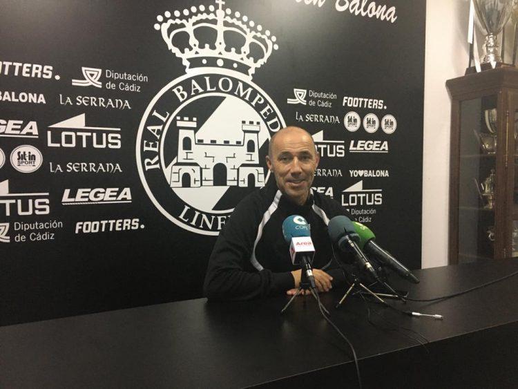 Antonio Calderón, entrenador de la Balona, en rueda de prensa