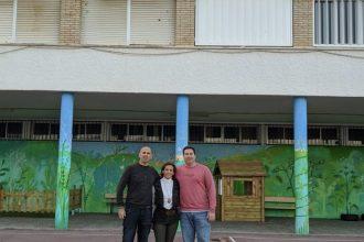 FOTO CEIP REINA DE LOS ANGELES ( de derecha a izquierda) Gonzalo Romero( responsable Google for education España), Sofía Gomez (dirección) y Moisés Ayala( Jefatura estudios)