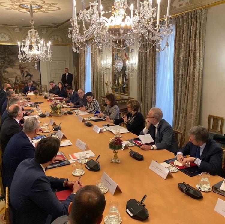 Reunión en Madrid con Exteriores