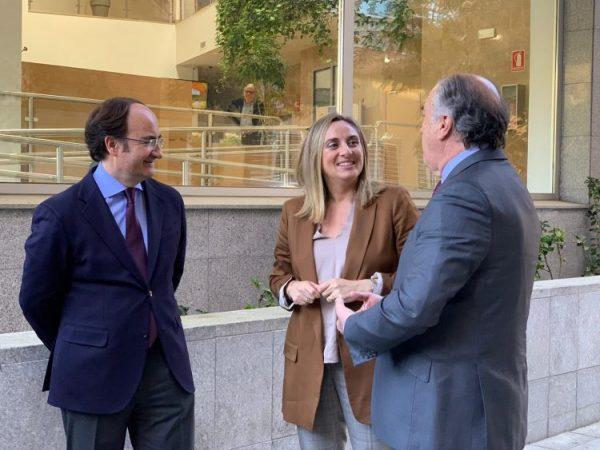 Gerardo Landaluce junto a Marifran Carazo y José Ignacio Landaluce