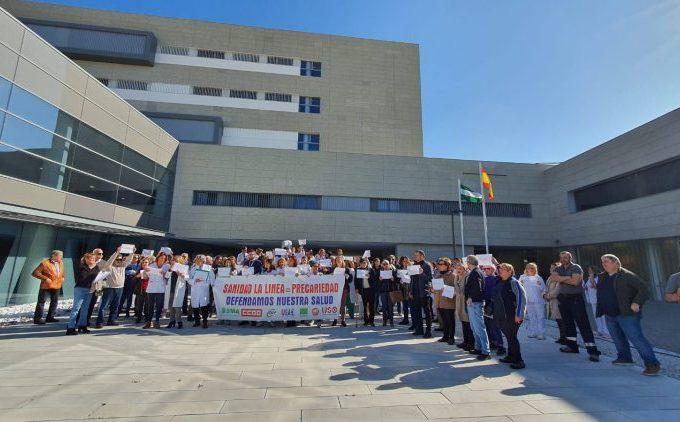 Protesta a las puertas del hospital de La Línea