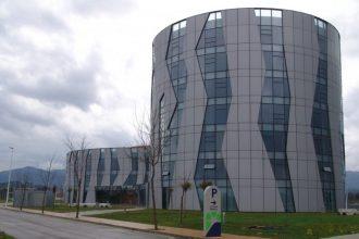 Edificio del área logística ubicado en El Fresno. Archivo